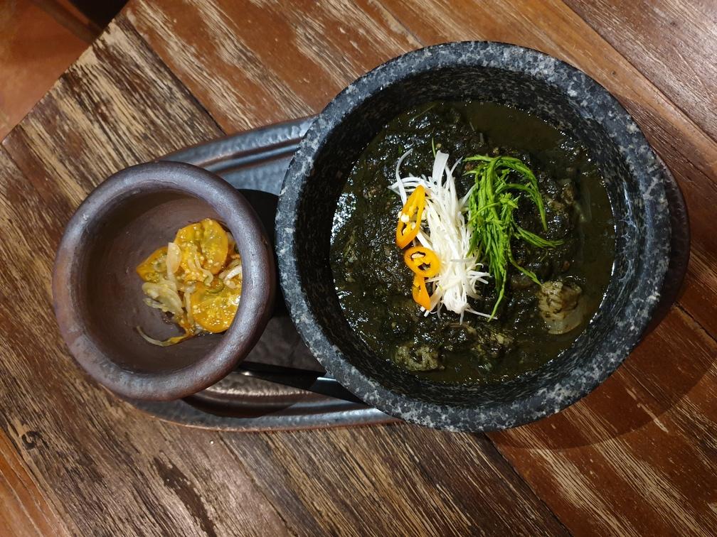 ต้มขี้เหล็กหางวัวทานคู่กับน้ำพริกมะอึก ทานด้วยกันลงตัวมากความขมกับความเปรี้ยวหวา