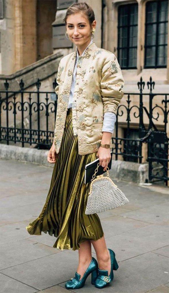 แมตท์เสื้อจีนสีทองเข้ากับเสื้อเชิ้ตสีขาว และกระโปรงพลีทสีทองเมททัลลิคก็ชิคอย่าบอกใคร