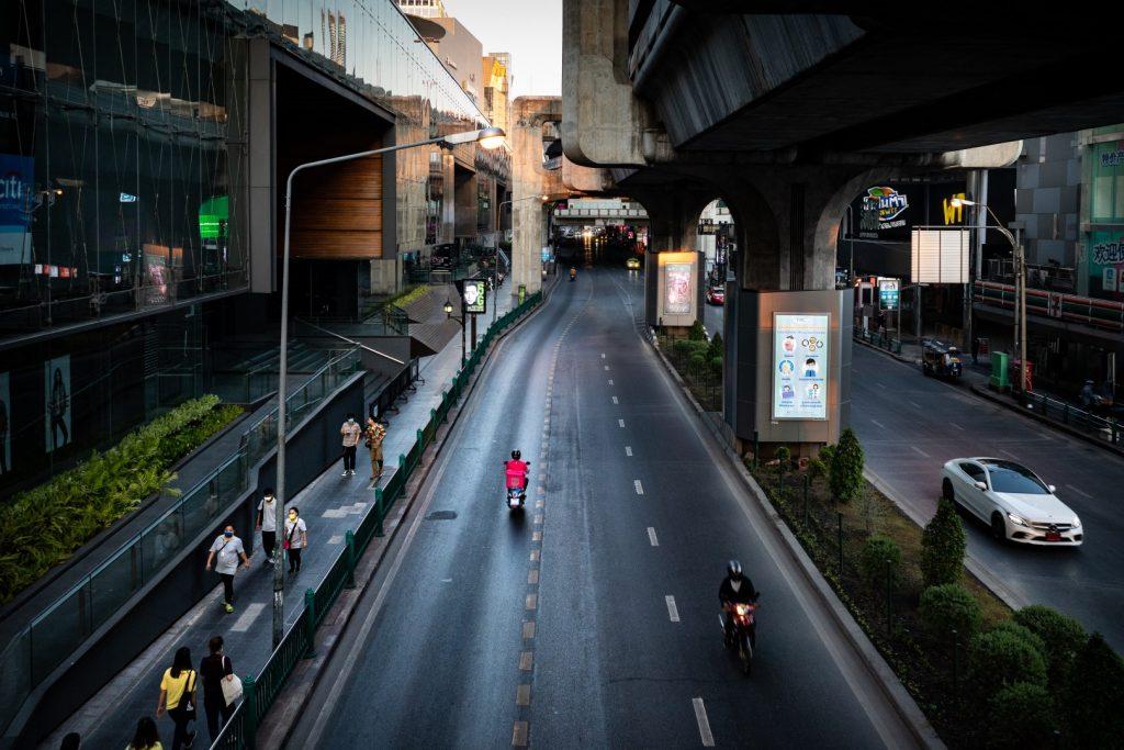 'Re-Vision' รวมภาพถ่ายฤดูร้อนอันโดดเดี่ยว ในวันที่กรุงเทพฯ ร้างไร้ผู้คน
